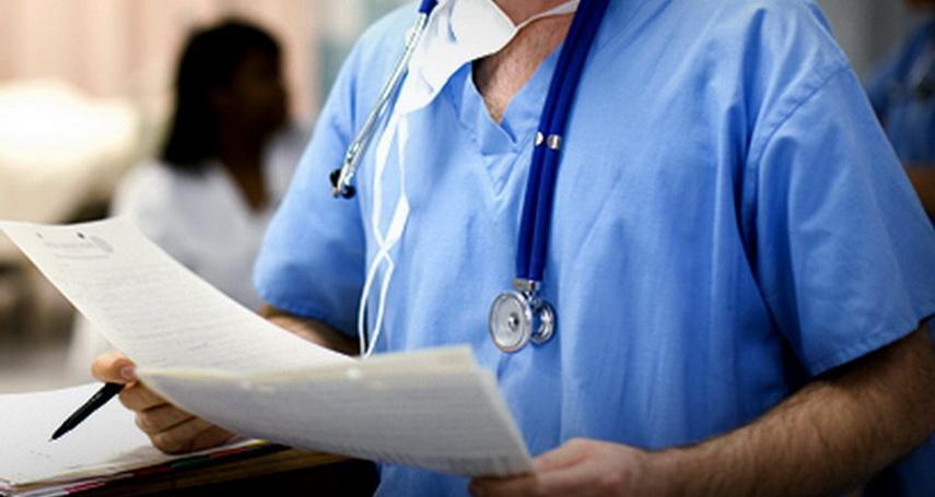 Пенсия медикам по выслуге лет