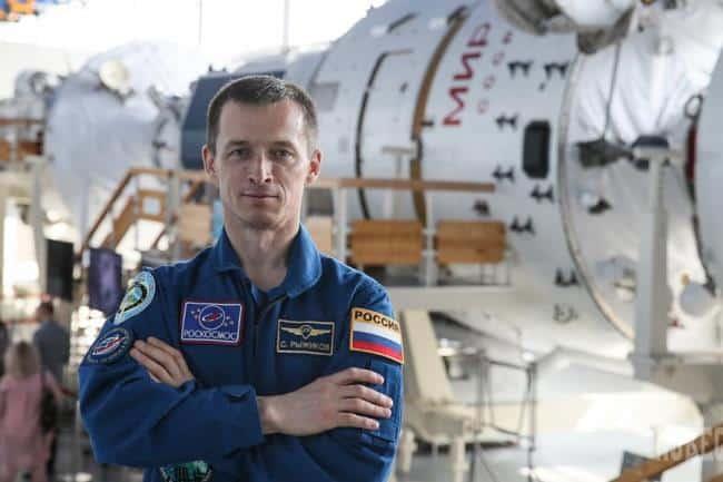 сколько платят пенсию за выслугу лет космонавтам
