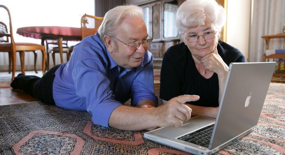 Возврат индексации пенсии работающим пенсионерам: кому положена