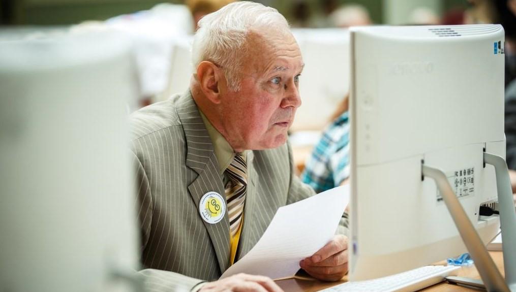 Выплачивается ли пособие при сокращении пенсионера: правила
