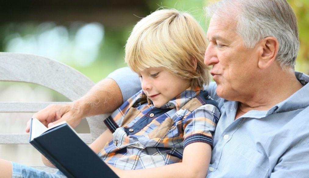 Пособие пенсионерам на детей: как получить