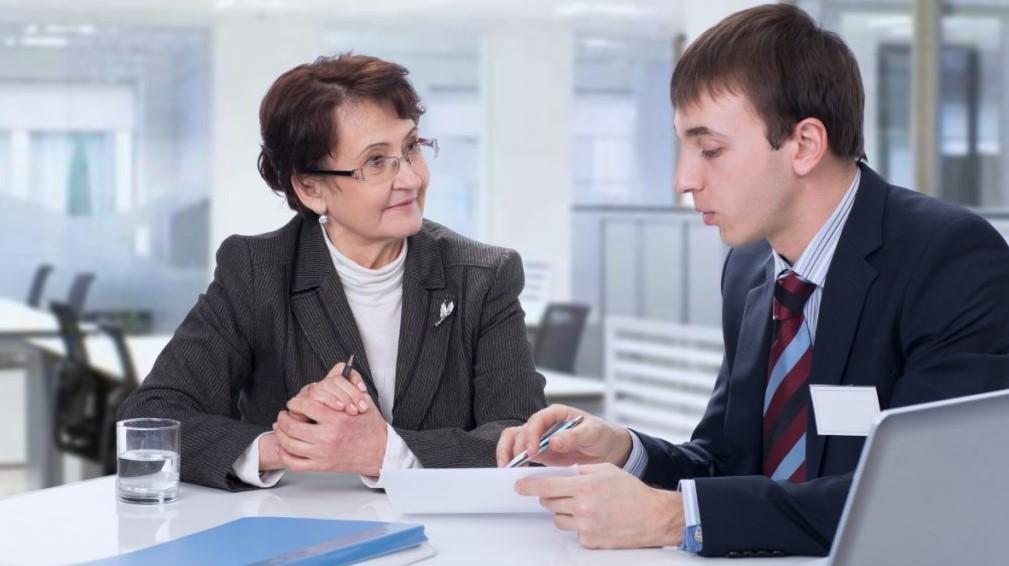 Компенсация пенсии работающим пенсионерам: сколько доплатят