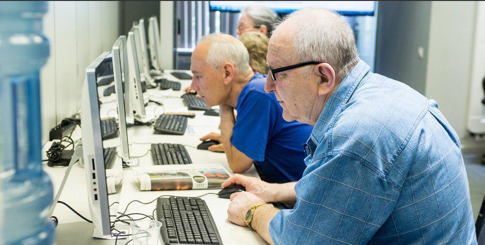 Компенсация пенсии работающим пенсионерам: когда выплатят