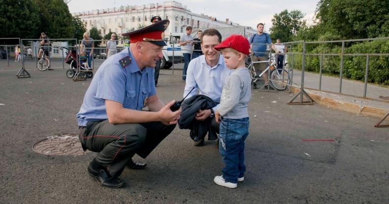 Выплаты пенсионерам МВД на детей: величина